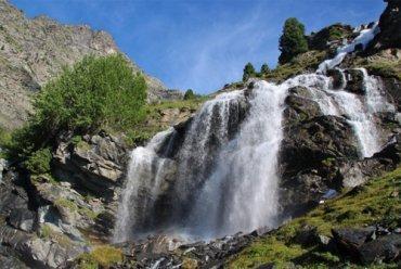 Les cascades de Polset et le lac de la Partie